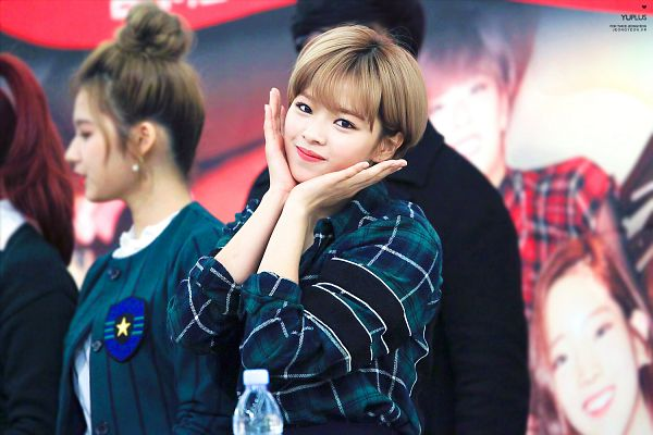 Tags: JYP Entertainment, K-Pop, Twice, Yoo Jeongyeon, Checkered, Blunt Bangs, Checkered Shirt, Hand On Cheek, Hand On Head, Fansigning Event, Wallpaper