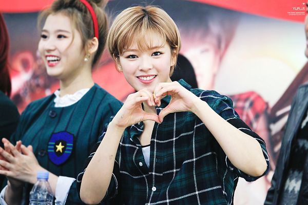 Tags: JYP Entertainment, K-Pop, Twice, Yoo Jeongyeon, Heart Gesture, Bangs, Checkered, Teeth, Blunt Bangs, Checkered Shirt, Blonde Hair, Fansigning Event