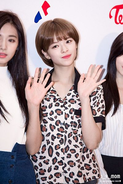 Tags: K-Pop, Twice, Yoo Jeongyeon, Wave, Brown Shirt, Animal Print, Light Background, White Background, Leopard Print, Jeongyeon Mom
