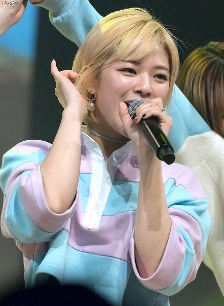 Tags: K-Pop, Twice, Yoo Jeongyeon, Mobile Wallpaper