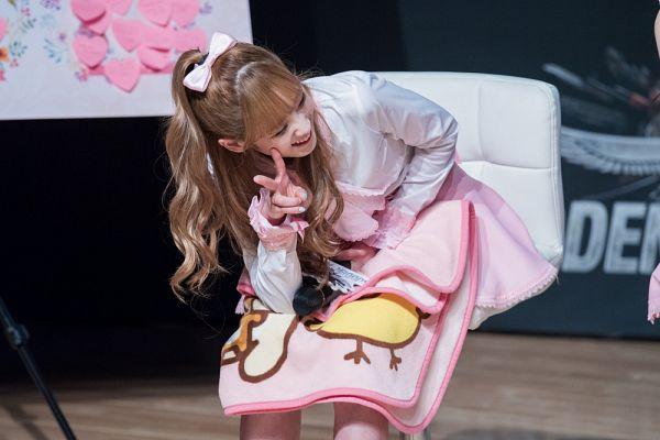 Tags: K-Pop, Lovelyz, Yoo Jiae, Hair Up, Ponytail, V Gesture