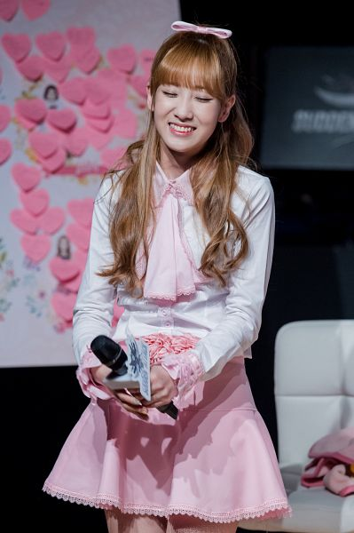 Tags: K-Pop, Lovelyz, Yoo Jiae, Hair Up, Ponytail, Eyes Closed, Android/iPhone Wallpaper