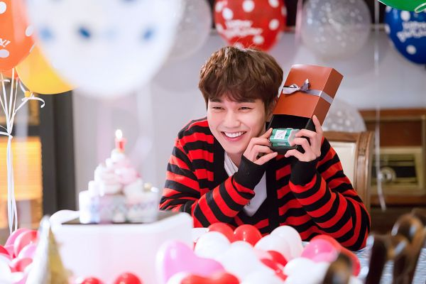 Tags: K-Drama, Yoo Seung-ho, Striped Shirt, Striped, Table, Sweets, Looking Ahead, Cake, Balloons, Gift, I'm Not a Robot