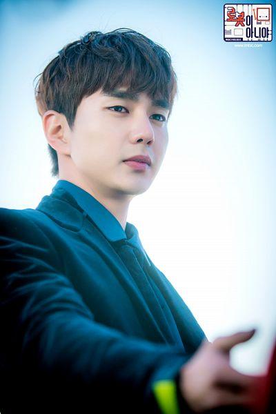 Tags: K-Drama, Yoo Seung-ho, Jacket, Tie, Serious, Korean Text, Text: Series Name, Blue Shirt, I'm Not a Robot