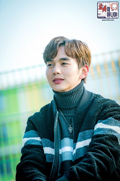 Tags: K-Drama, Yoo Seung-ho, Collar (Clothes), Turtleneck, Black Shirt, Necklace, Text: Series Name, Sweater, Text: URL, Korean Text, I'm Not a Robot