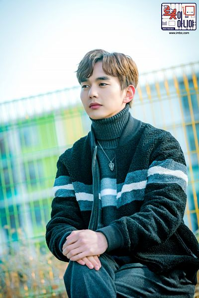Tags: K-Drama, Yoo Seung-ho, Black Shirt, Hand On Hand, Necklace, Text: Series Name, Sweater, Text: URL, Korean Text, Collar (Clothes), Turtleneck, I'm Not a Robot