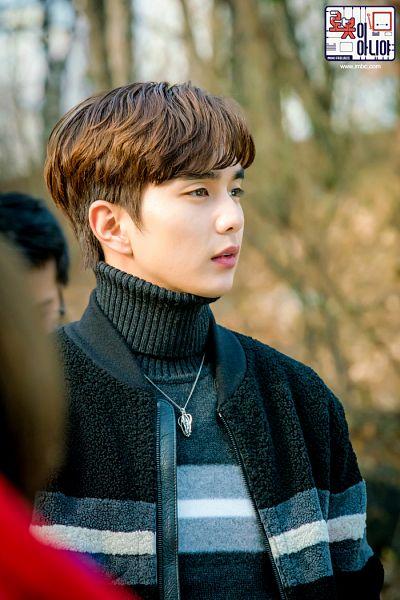 Tags: K-Drama, Yoo Seung-ho, Collar (Clothes), Black Shirt, Text: Series Name, Serious, Necklace, Text: URL, Sweater, Korean Text, Turtleneck, I'm Not a Robot