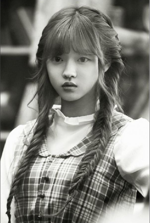 Tags: K-Pop, Oh My Girl, Yooa, Close Up, Monochrome