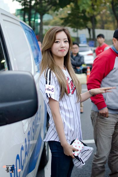 Tags: K-Pop, Apink, Yoon Bo-mi, Baseball Cap, Striped Shirt, Jeans, Outdoors, Baseball Jersey, Hat, Baseball, Striped, Fansite Request