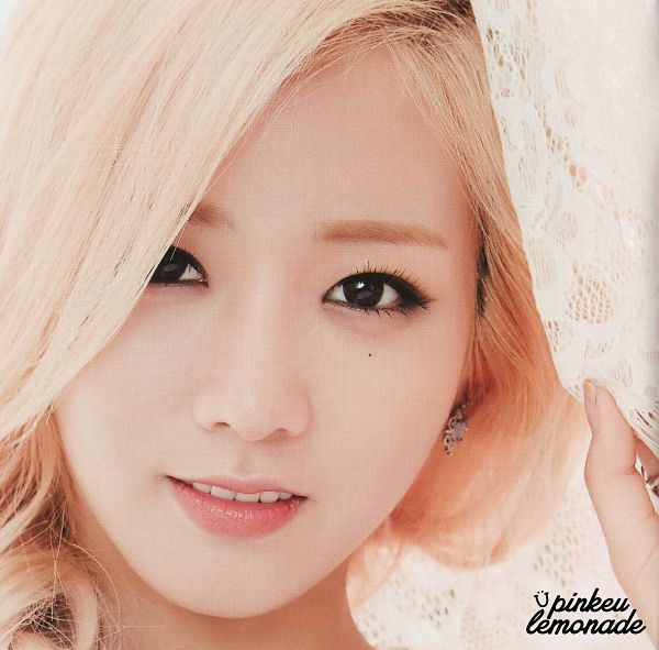 Tags: K-Pop, Apink, Yoon Bo-mi, Close Up, Blonde Hair, Jewelry, Mole, Earrings, Facial Mark, Pink Season