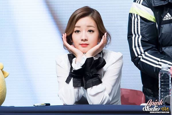 Tags: K-Pop, Apink, Yoon Bo-mi, Chin In Hand, White Outfit, White Dress, Wallpaper