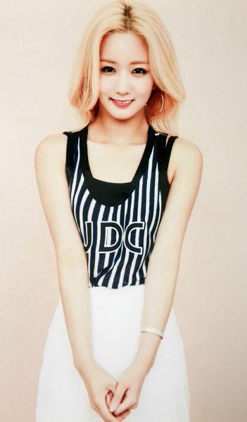 Tags: K-Pop, Apink, Yoon Bo-mi, Skirt, White Skirt, Bracelet, Android/iPhone Wallpaper