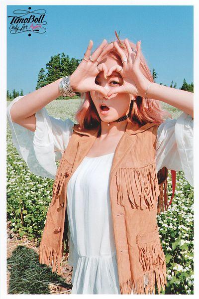 Tags: K-Pop, Apink, Yoon Bo-mi, Ring, Heart Gesture, Choker, Pink Hair, Pink Memory