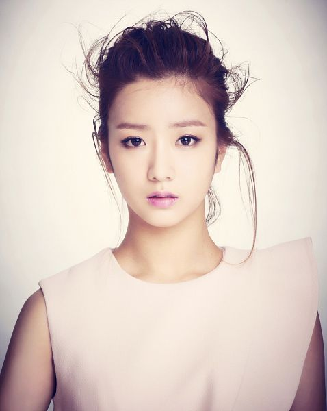 Tags: K-Pop, Apink, Yoon Bo-mi, Hair Up, Serious, Close Up, Light Background, Sleeveless Shirt, White Background, Sleeveless, Bare Shoulders, Pink Blossom