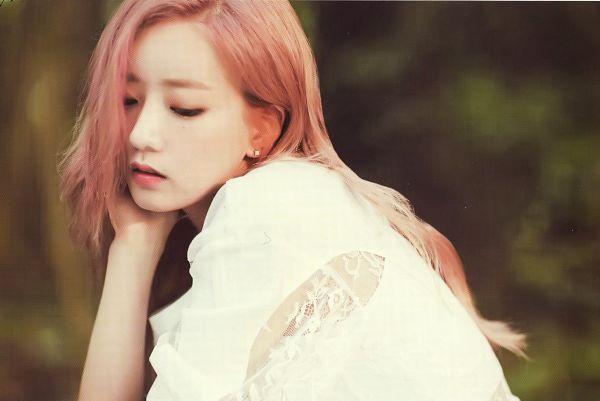 Tags: K-Pop, Apink, Yoon Bo-mi, Arm Support, Serious, White Outfit, Pink Hair, White Dress, Wallpaper, Scan, Apink 2016 Season's Greetings