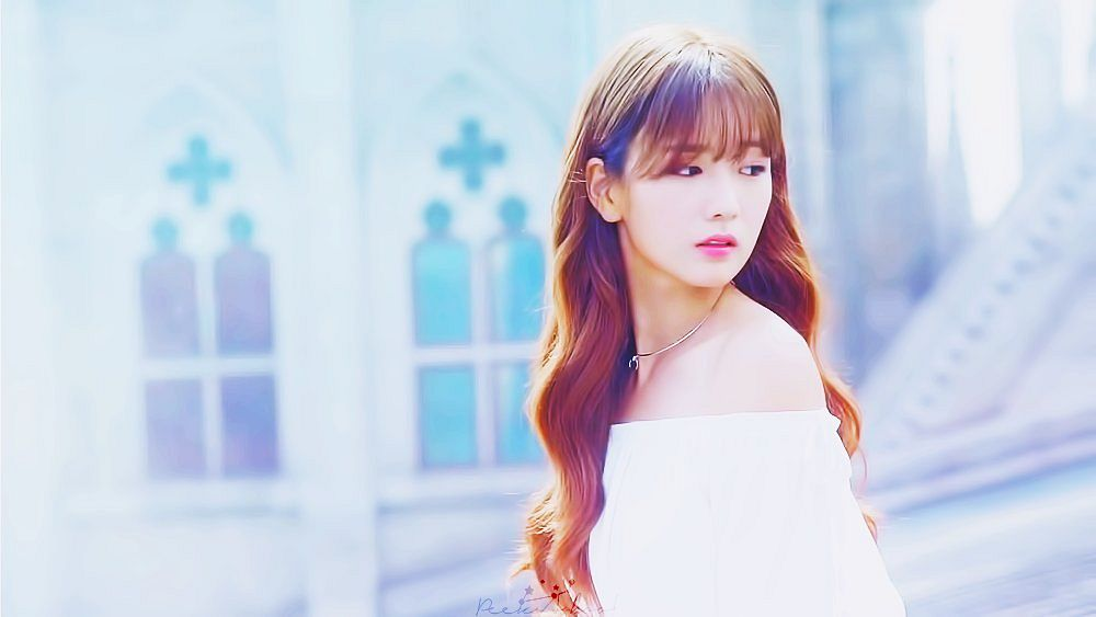 Tags: K-Pop, Apink, Yoon Bo-mi, Looking Away, Wavy Hair, Bare Shoulders, Looking Back, Necklace, Light Background, White Background, Screenshot, Pink Revolution