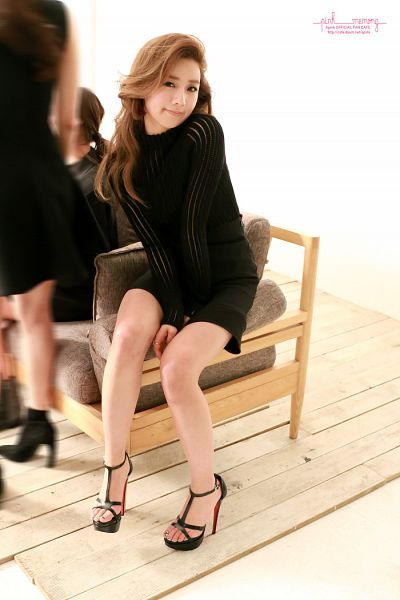 Tags: K-Pop, Apink, Yoon Bo-mi, Sitting On Couch, Couch, Pink Memory