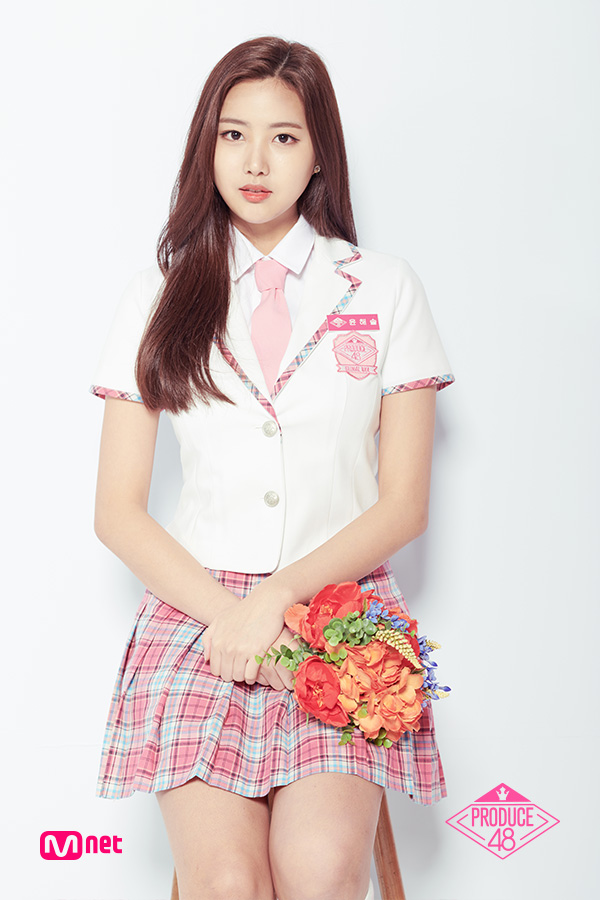 Tags: Television Show, K-Pop, Yoon Haesol, Checkered Skirt, Chair, Short Sleeves, White Background, White Jacket, Flower, White Outerwear, Sitting On Chair, Korean Text