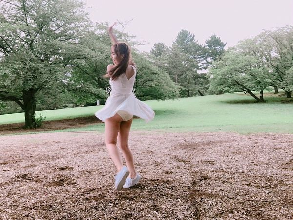 Tags: Honey Popcorn, Yua Mikami, Upskirt, Butt, White Footwear, Panties, Plant, Lingerie, Tree, Skirt, White Outfit, Suggestive