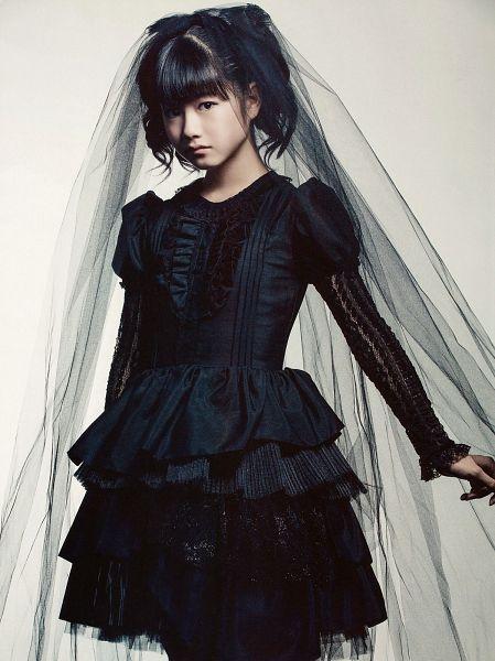 Tags: J-Pop, Babymetal, Yuimetal, Black Dress, Veil, Black Outfit, Medium Hair, Frown, Blunt Bangs, Twin Tails, Light Background, White Background
