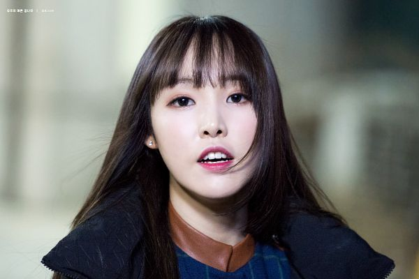 Tags: K-Pop, G-friend, Yuju, Close Up, Looking Ahead, Blunt Bangs, Bangs, Teeth, Black Outerwear, Wallpaper