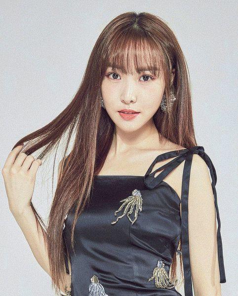 Tags: K-Pop, G-friend, Yuju, Black Outfit, Black Dress, Gray Background, Fallin' Light