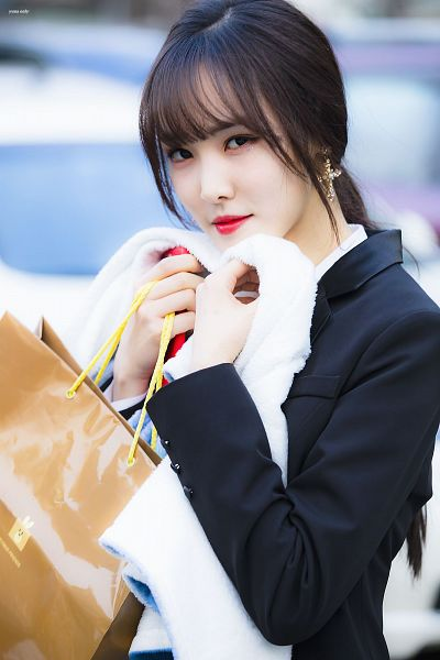 Tags: K-Pop, G-friend, Yuju, Hair Up, Black Outerwear, Ponytail, Bag, Black Jacket, Towel, Yuna Only