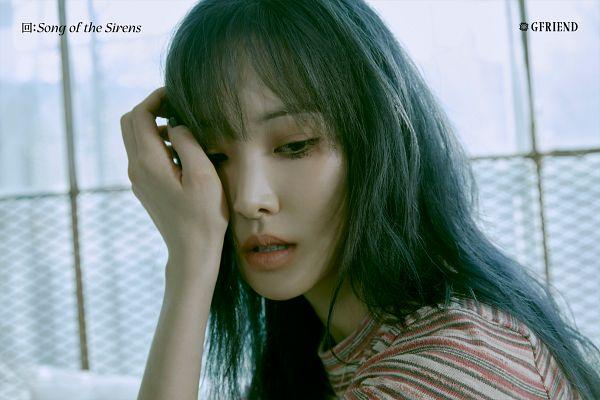 Tags: K-Pop, G-friend, Yuju, Nail Polish, Make Up, Serious, Hand On Cheek, Hand On Head, Song of the Sirens