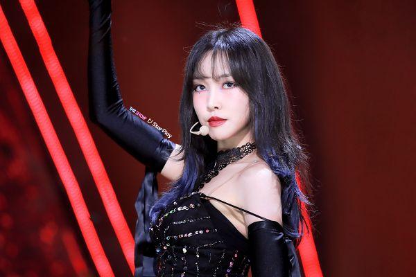 Tags: K-Pop, Television Show, G-friend, Yuju, Blue Hair, Sleeveless Dress, Black Eyes, Black Dress, Black Gloves, Sleeveless, Long Gloves, Black Outfit
