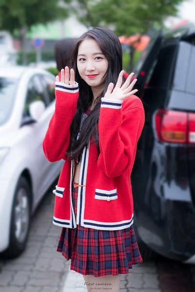 Tags: Hunus Entertainment, K-Pop, Elris, Yukyung, Checkered Shirt, Midriff, Red Jacket, Wave, Red Lips, Skirt, Red Outerwear, Arms Up