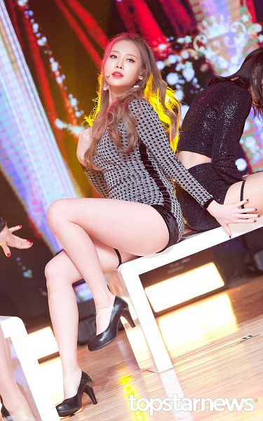 Tags: K-Pop, Girls' Day, Yura, High Heels, Bare Legs, Black Footwear, Looking Away, Black Shorts, Shoes, Leaning Back, Nail Polish, Gray Outfit