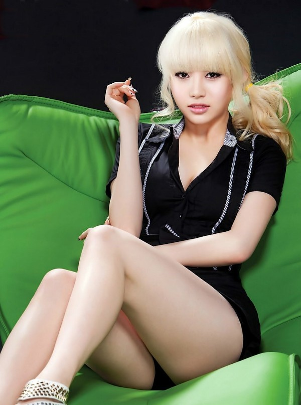 Tags: K-Pop, Girls' Day, Yura, Shorts, Black Background, Couch, Sitting On Couch, Black Shorts, Ponytail, Dark Background