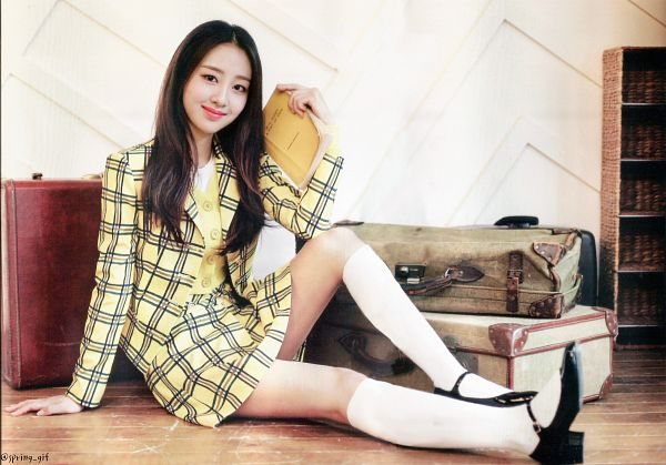 Tags: K-Pop, LOOΠΔ, New, Yves, Yellow Shirt, Checkered Jacket, Socks, Yellow Outerwear, Suitcase, Black Footwear, Holding Object, Sitting On Ground