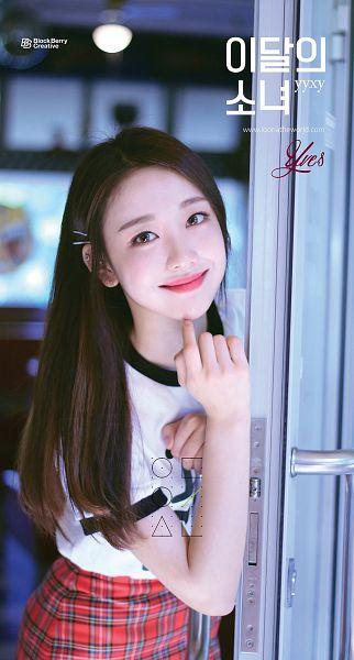 Tags: K-Pop, LOOΠΔ, Yves, Text: Artist Name, Door, Korean Text, Text: URL, Hair Clip, Hair Ornament, Beauty & The Beat