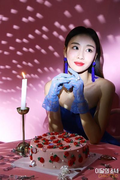 Tags: K-Pop, LOOΠΔ, Yves, Looking Away, Bare Shoulders, Blue Dress, Blue Gloves, Sleeveless, Candle, Blue Outfit, Sweets, Chair