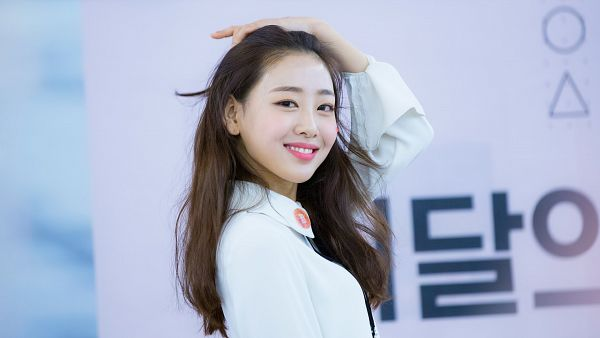 Tags: K-Pop, LOOΠΔ, Yves, Fansigning Event, Wallpaper