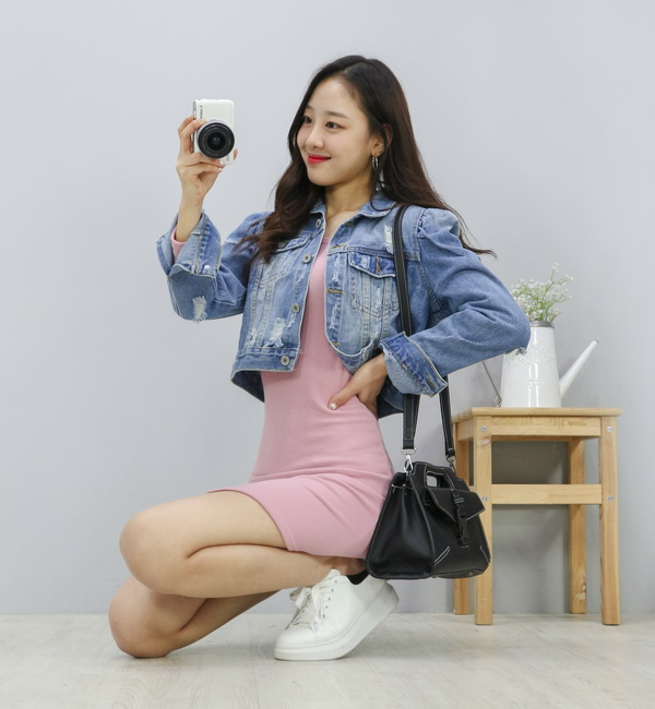 Tags: Fashion, K-Pop, LOOΠΔ, Yves, Pink Outfit, Light Background, Denim Jacket, Wavy Hair, Make Up, White Background, White Footwear, Pink Dress