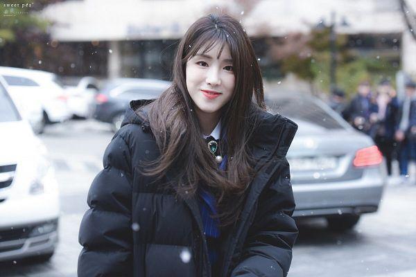 Tags: K-Pop, Laboum, ZN, Car, Coat, Looking Ahead, Snow, Collar (Clothes), Blue Shirt
