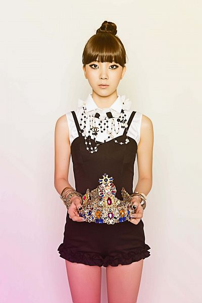 Tags: Ladies Code, Bad Girl (Ladies Code), Zuny, Black Outfit, Hair Up, Crown, Android/iPhone Wallpaper