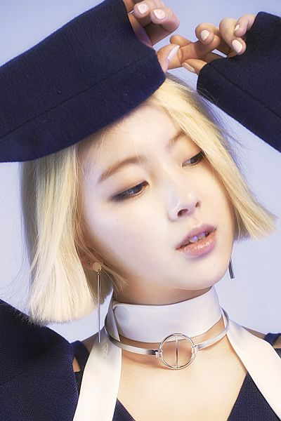 Tags: K-Pop, Ladies Code, Zuny, Looking Away, Eyes Half Closed, Black Headwear, Gray Background, Black Shirt, Choker, Android/iPhone Wallpaper