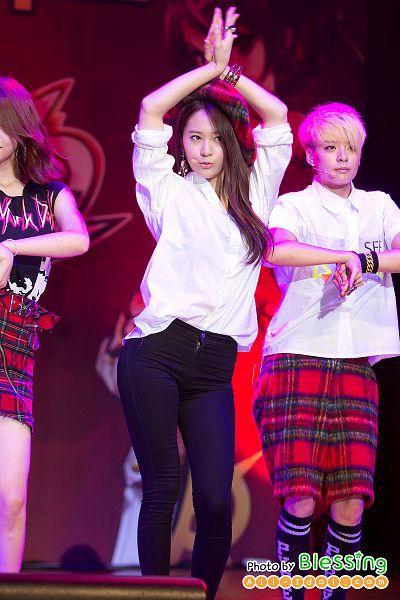 Tags: K-Pop, f(x), Amber Liu, Krystal Jung, Red Hair, Black Legwear, Pouting, Black Pants, Clasped Hands, Bracelet, Two Girls, Checkered