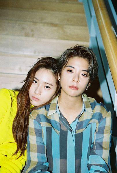 Tags: SM Town, K-Pop, f(x), Amber Liu, Krystal Jung, Duo, Bra, Navel, Yellow Shirt, Sports Bra, Striped, Blue Shirt