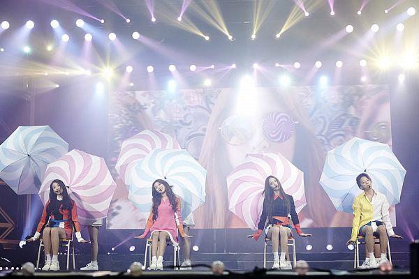 Tags: SM Town, K-Pop, f(x), Luna, Victoria Song, Krystal Jung, Amber Liu, Quartet, Spotlight, Four Girls, Stage