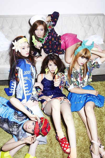 Tags: SM Town, K-Pop, f(x), Victoria Song, Sulli, Amber Liu, Krystal Jung, Luna, Couch, Holding Object, Tattoo, Flower