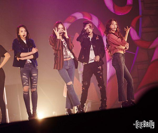Tags: SM Town, K-Pop, f(x), Krystal Jung, Amber Liu, Luna, Victoria Song, Midriff, Striped Jacket, Belt, Text: Magazine Name, Black Jacket