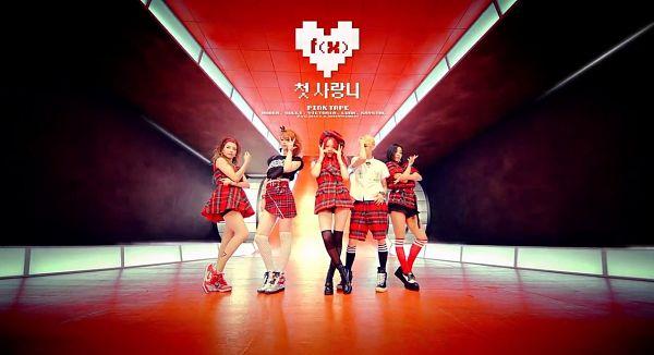 Tags: SM Town, K-Pop, f(x), Victoria Song, Sulli, Krystal Jung, Luna, Amber Liu