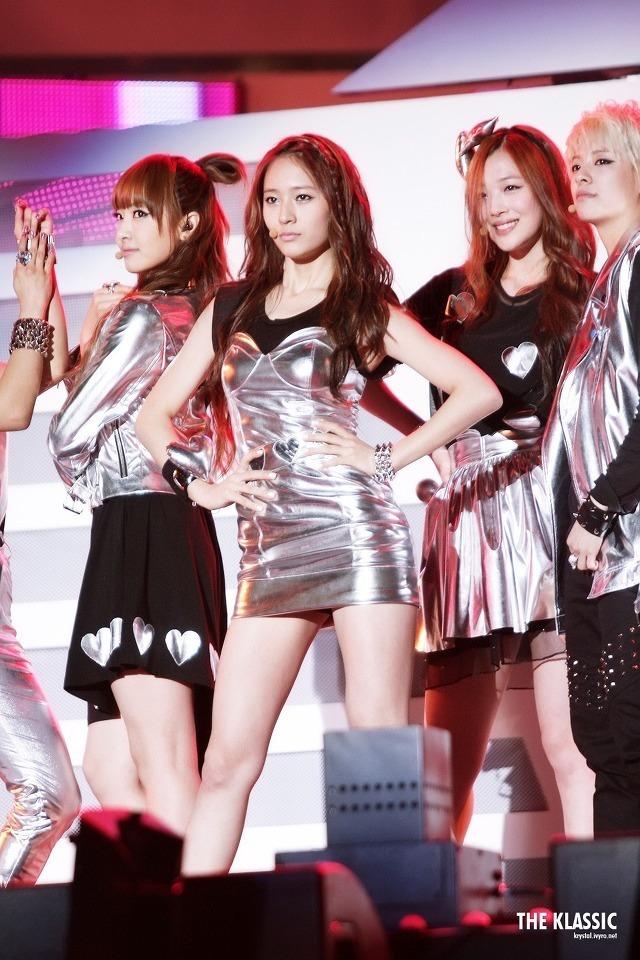 Tags: K-Pop, f(x), Sulli, Krystal Jung, Victoria Song, Amber Liu, Gray Outerwear, Four Girls, Silver Dress, Hand On Hip, Black Skirt, Gray Skirt