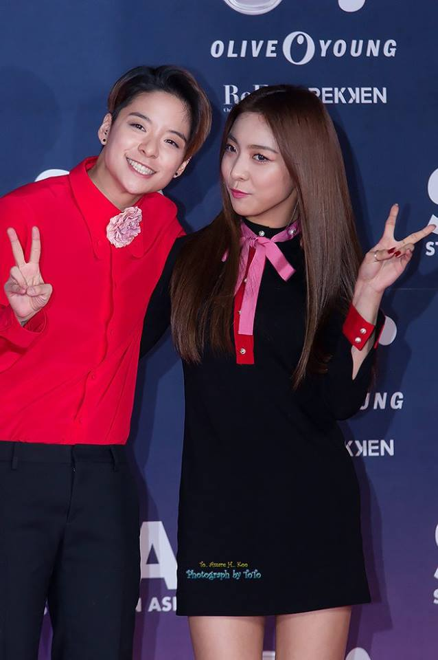 Tags: SM Town, K-Pop, f(x), Luna, Amber Liu, Black Pants, Holding Close, Pink Neckwear, Black Shirt, Pants, Two Girls, Bow