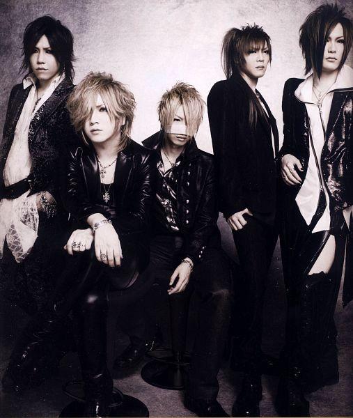 Tags: J-Pop, the GazettE, Aoi (the GazettE), Uruha (the GazettE), Ruki (the GazettE), Kai (the GazettE), Reita (the GazettE), Black Pants, Necklace, Gray Background, Black Outerwear, Black Jacket