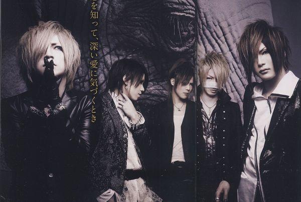 Tags: J-Pop, the GazettE, Reita (the GazettE), Aoi (the GazettE), Uruha (the GazettE), Ruki (the GazettE), Kai (the GazettE), Medium Hair, Five Males, Necklace, Quintet, Black Outerwear